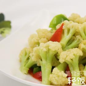 彩椒炒菜花丨菜花爽脆入味,汤汁浓郁